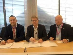 L to R: Thomas Svanevik - General Manager, EMEA Region Solberg; Rolf Jebsen Arnesen - Lead Procurement Officer (HSE Chemical/Commodities) Statoil; Jan Solberg - Managing Director, Business Development Solberg)